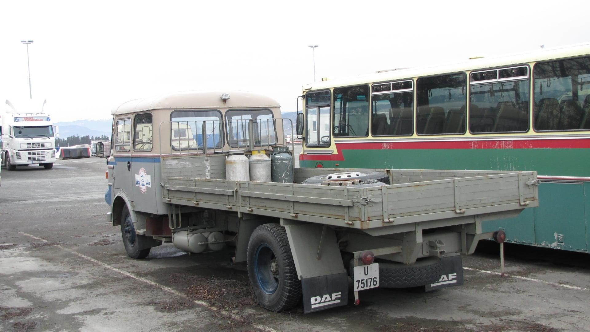 DAF-in-Noorwegen-Bus-voor-scholieren-Vrachtwagen-voor-melk-op-te-halen-Fosen-Schiereiland-naar-Trondheim-V-V--(5)
