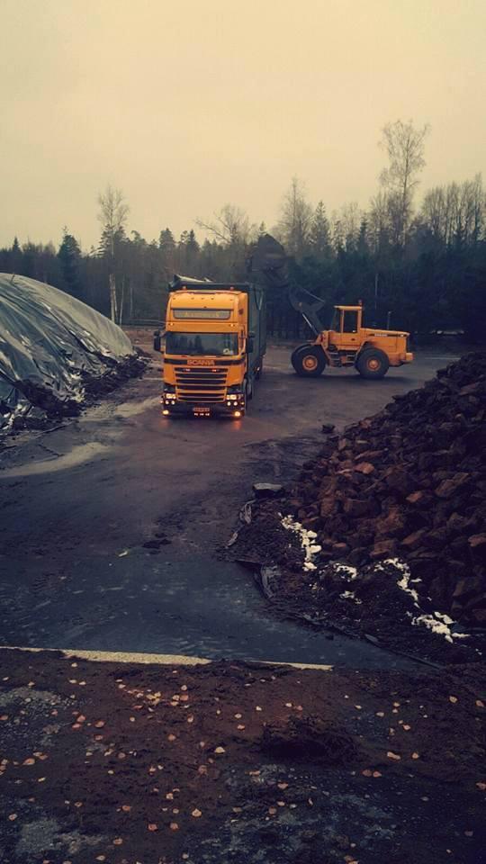 Sven-turf-aan-het-laden-in-Zweden-