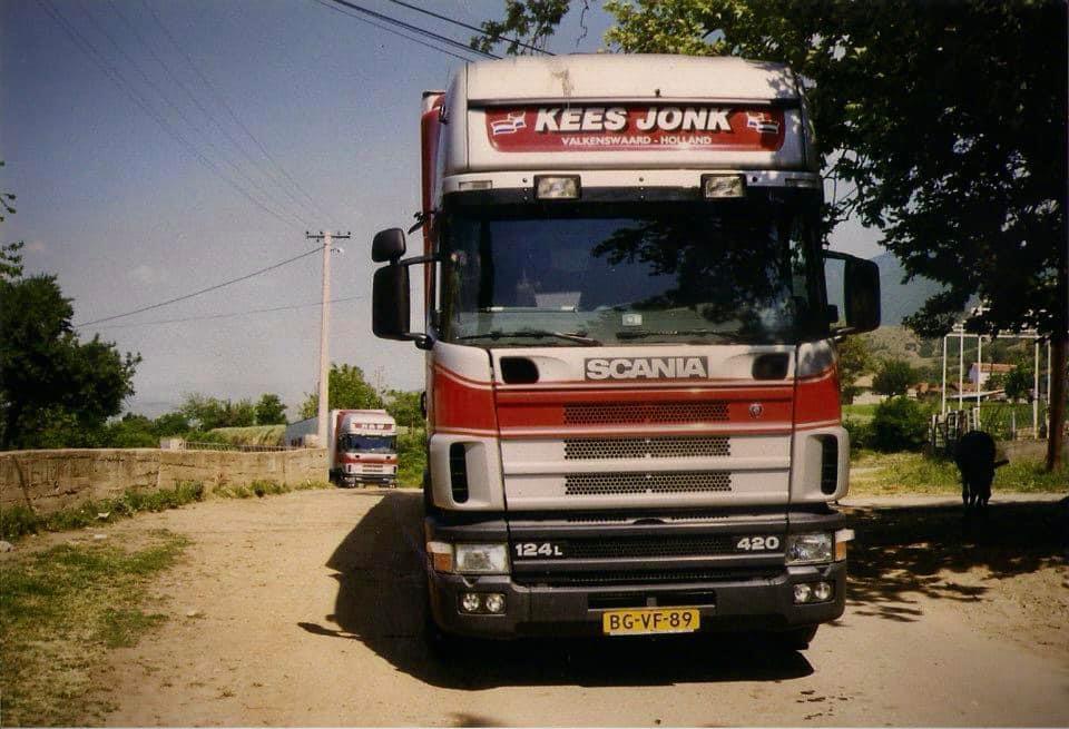Kees-Jonk-Carnavals-kleding-laden-in-Kochani-Macedonia--(3)