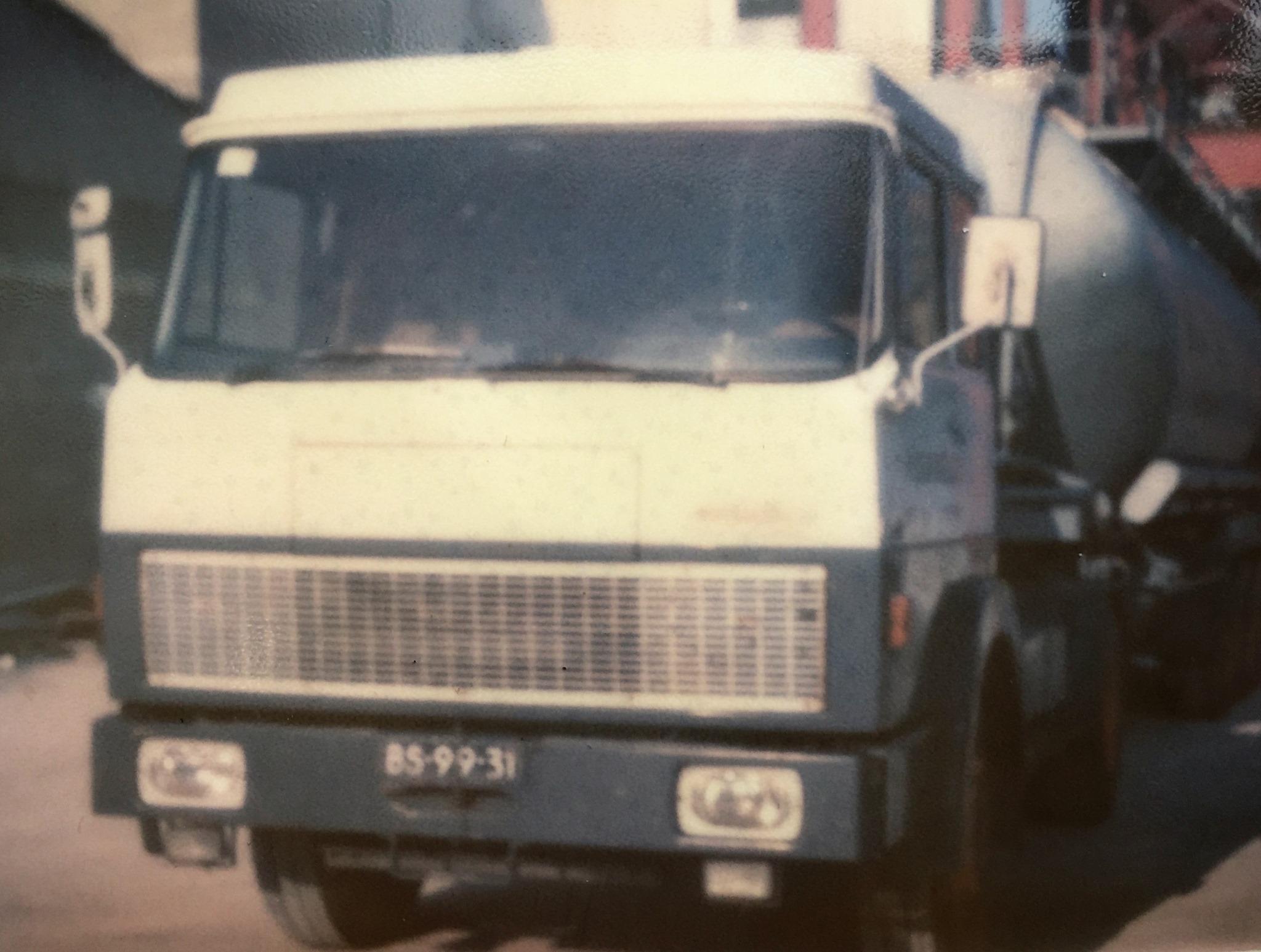 Henschel-Boden-met-bulk-oplegger-1977