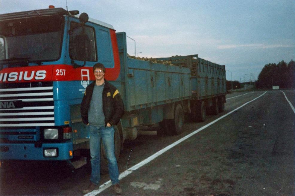 Scania--112-H-BN-12-RP--Halfweg-Bietencampagne--86--87--chauffeur-Paul-Beimers---(1)