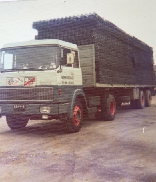 Henschel-Hanomag-1973-met-2-asser-oplegger-BS-99-31--