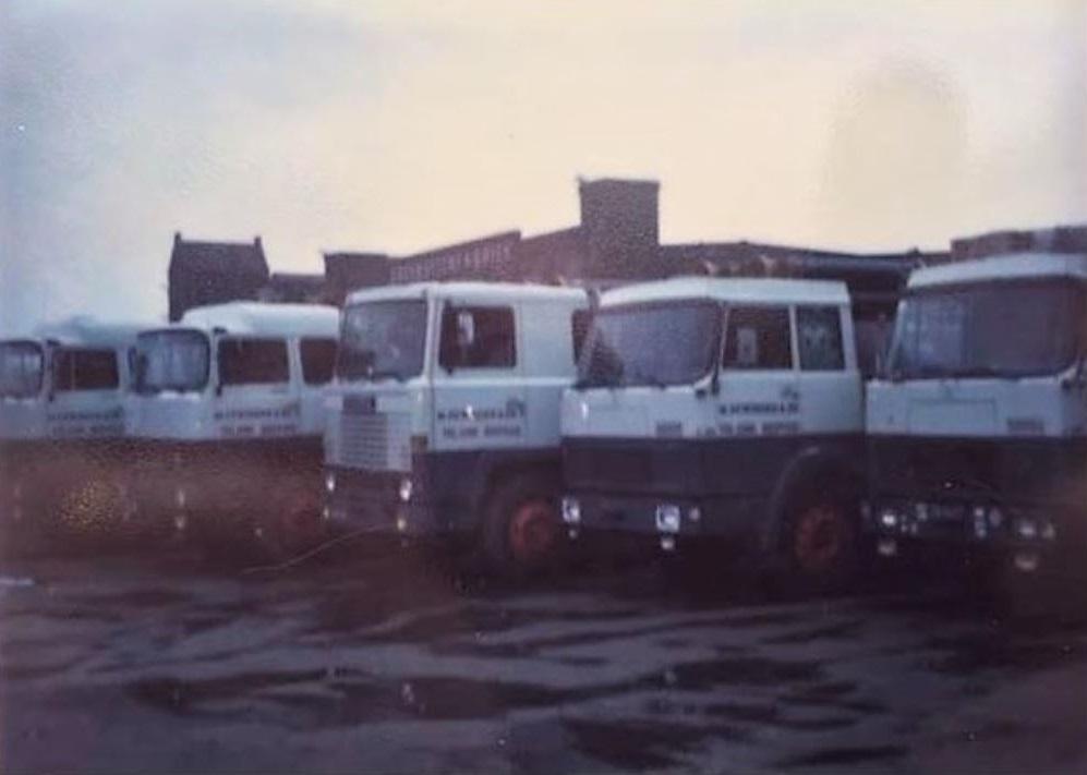 1982-2x-Magirius-Deuz-1x-Scania-111-2x-Hanomag-Henschel--op-de-Broeklaan
