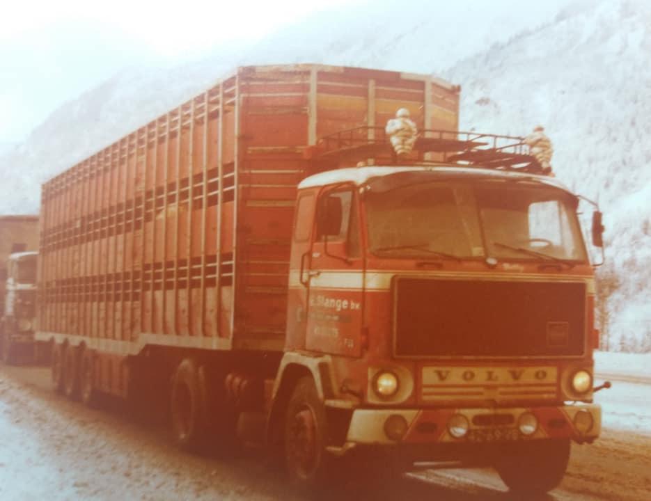 Volvo-F89-met-Jan---File-voot-Mont-Blanc-door-sneeuw-en-kettingleggen