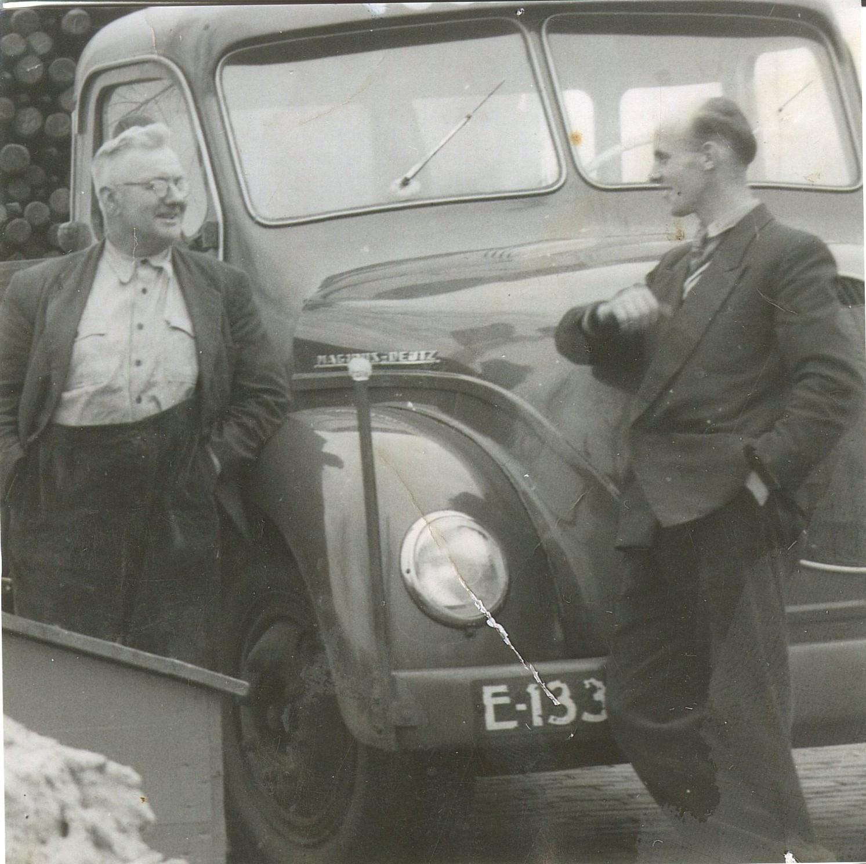 Magirus-Deutz--Links-mijn-opa-en-rechts-de-1e-chauffeur-van-de-firma--Vogelsang--