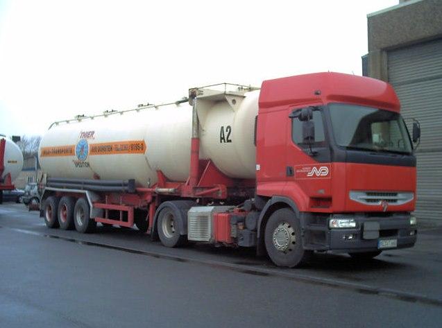 Renault-met-silo-trailer