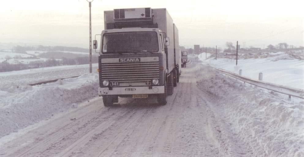 Scania-V8--In-de-sneeuw-in-la-france-Anne-Jans-Oosterbaan-