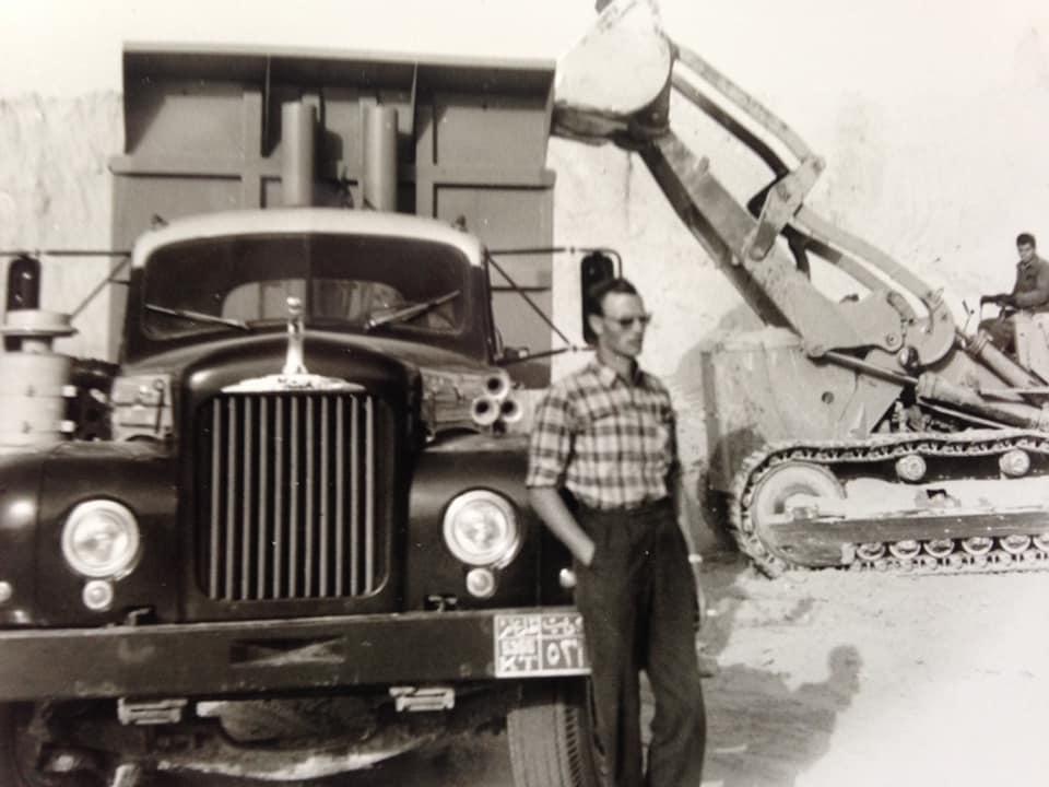 Zeilemaker-aan-het-zand-rijden-in-koeweit-met-oud-Italië-Chauffeur-Joop-Verkerk--Rip