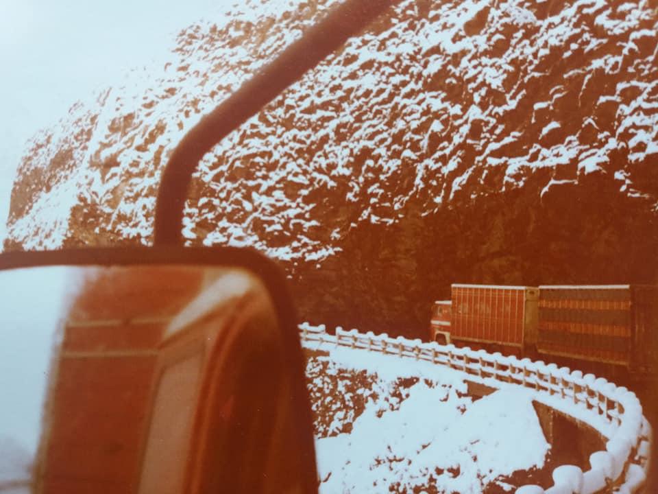 De-141-beklimt-de-Mont-Blanc-met-zo-n-250-varkens-a-ongeveer-120-kg-per-stuk---