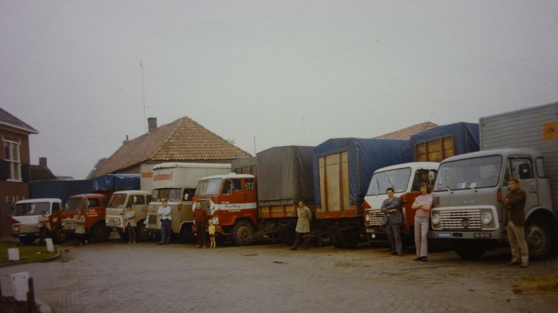 2-Wagenpark-bij-het-oude-gemeente-huis--