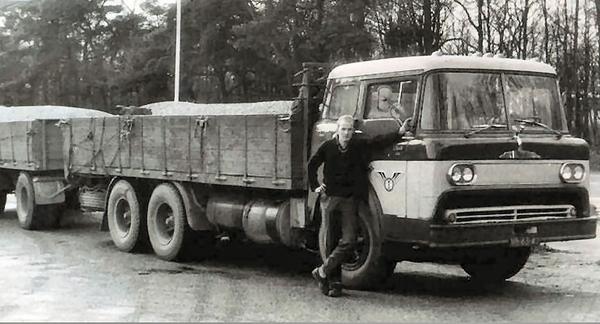 0-Mack-met-kantel-cabine---VB-63-42-Chauffeur-Thomas-van-Achteren