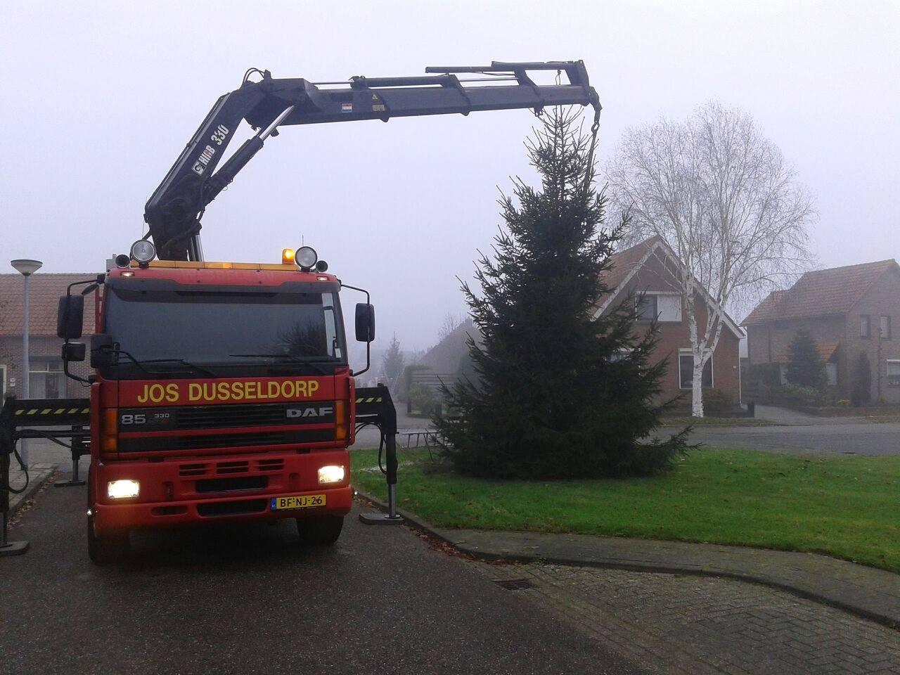 DAF-85---Jos-Dusseldorp-draagt-bij-aan-een-gezellige-kerst