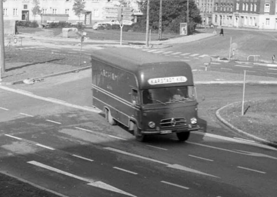 Borgward-kasten-LKW--Karstadt-Kiel-im-Oktober-1963