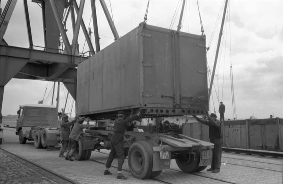 DAF-2600-6X2--1966-am-Scheerhafen-in-Kiel