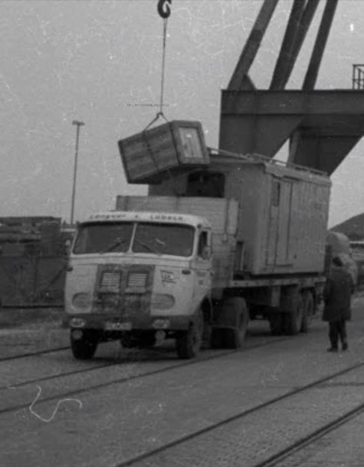 Mercedes--Otto-Longuet-Lubeck-am-07-11-1966-am-Scheerhafen-in-Kiel