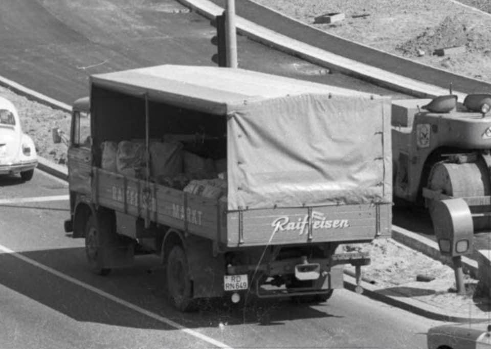 Mercedes--Raiffeisen-Mai-1975-in-Kiel
