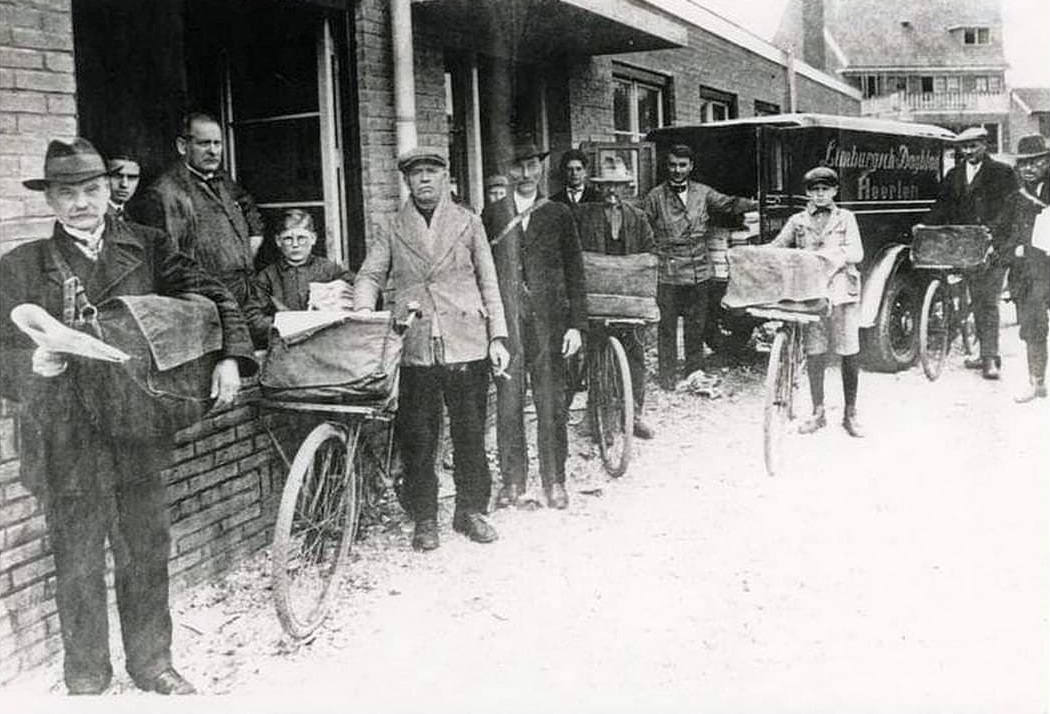 Kranten-bezorgers-in-Heerlen-ca-1938