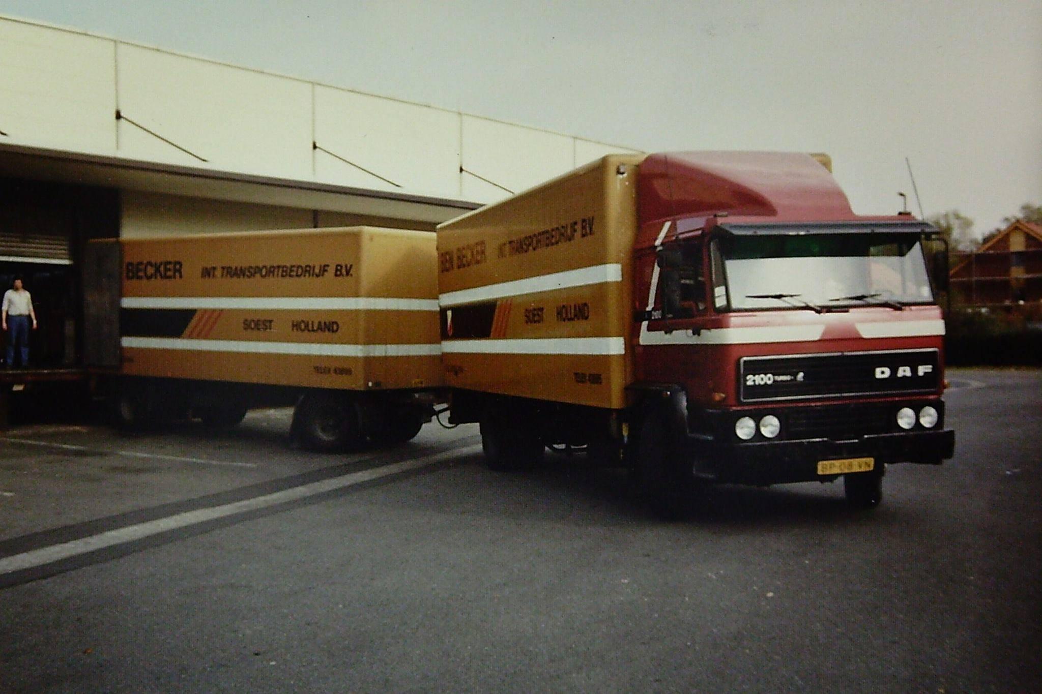 DAF-2100-in-Langenhagen---Herr-Weisseman-op-de-achtergrond----Ron-van-Nieuwenhuizen--