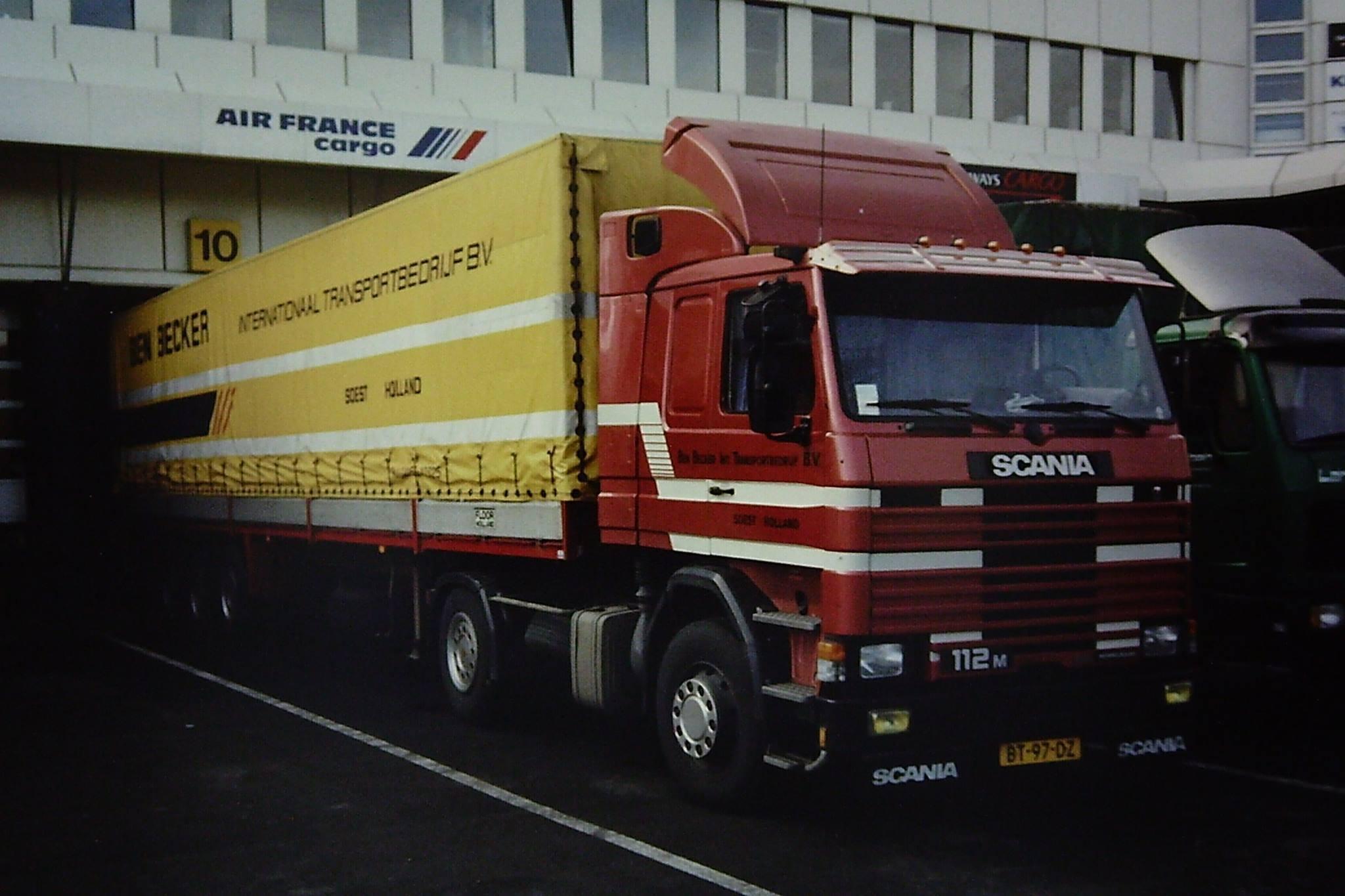 Scania-lossen-op-het-vleigveld-in-Hannover-Ron-van-Nieuwenhuizen-foto