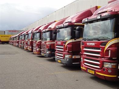 Een-deel-van-onze-distributieautos-voor-de-loods21-juni-2010DSC00015a
