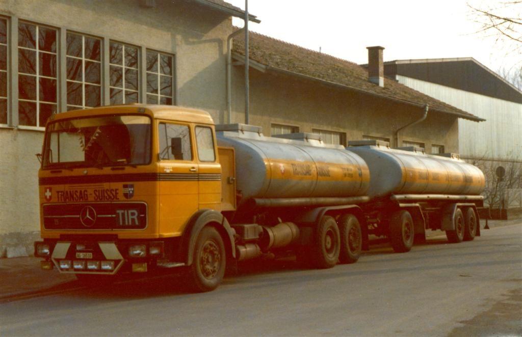 Mercedes-6X2-tankwagen