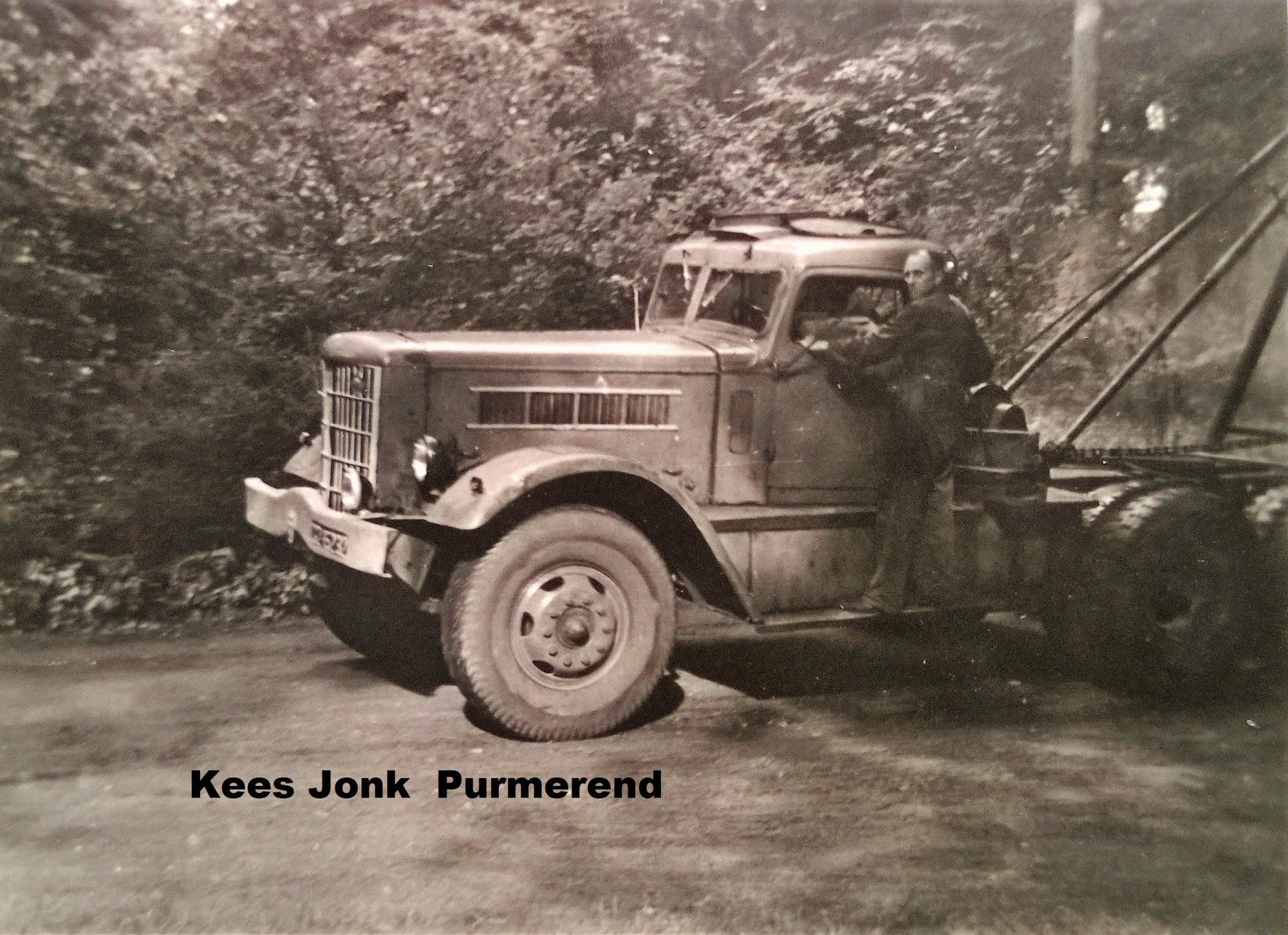 REO-1950-een-boom-uit-het-bos-aan-het-halen