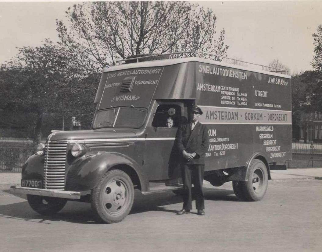 Chauffeur-in-uniform