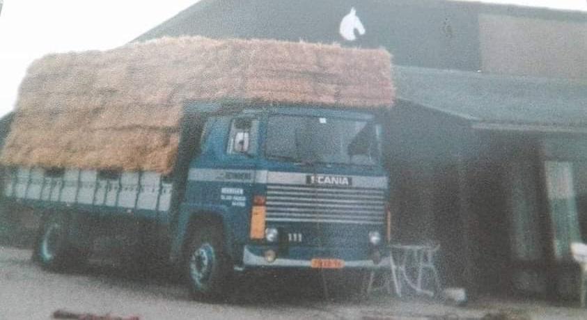 Scania-111--lossen-in-Manege-Meeuwenoord