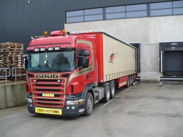 Scania-met-huif-trailer