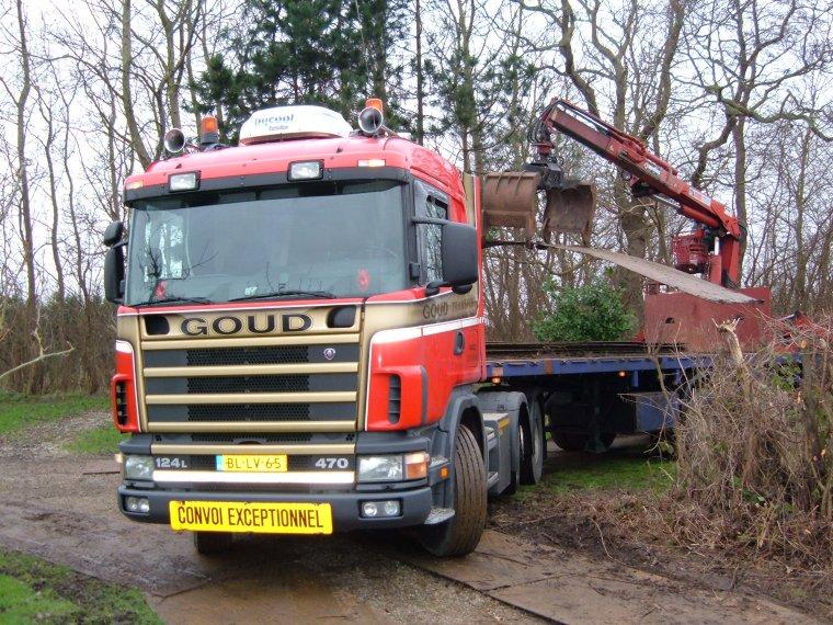Scania-met-rijplaten-knijptang