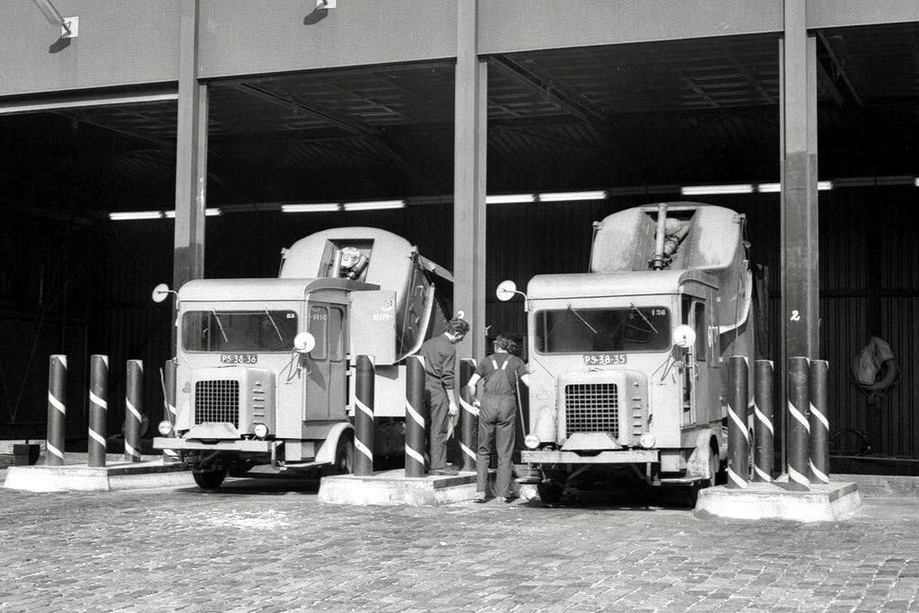 Faun-1972-Amsterdam-Stadsreiniging-Faun-Vuilniswagen-SR-135-en-SR-136