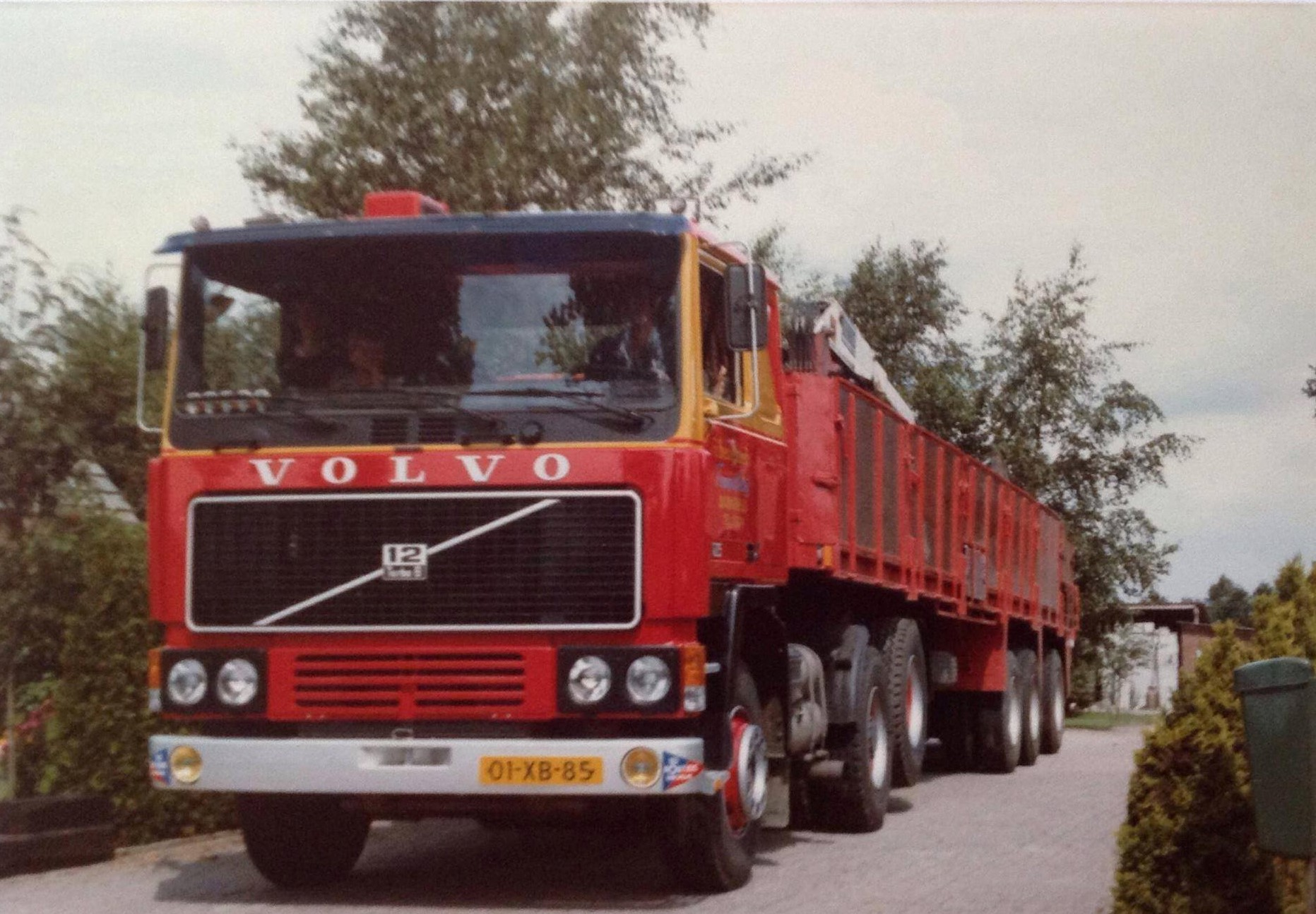 Volvo-F12-01-XB-85