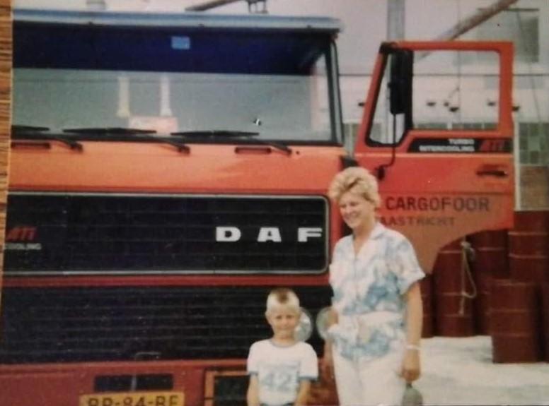 Leon-Bolton-Mooie-oude-foto-van-mijn-moeder-en-neefje-van-Cargofoor-Maastricht