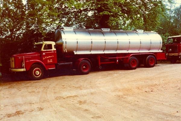 Scania-Vabis-met-tank-trailer