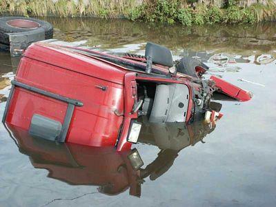 Scania-te-water-door-breken-stuurstang-Stroobos--(2)