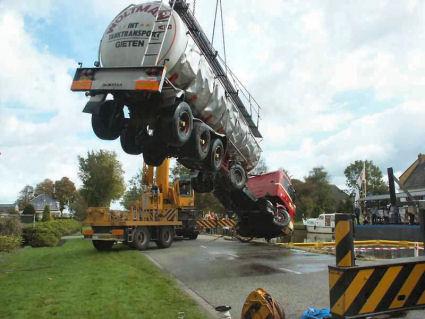 Scania-te-water-door-breken-stuurstang-Stroobos--(8)