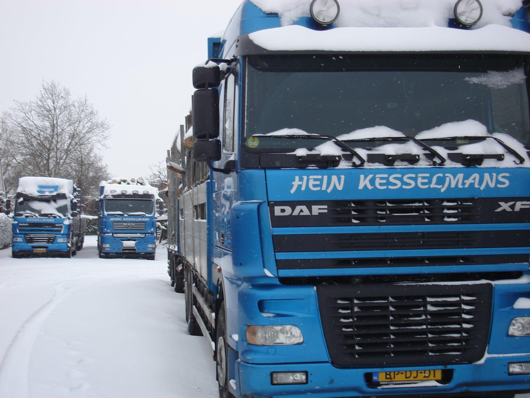 2009--De-Daf-cf-werd-gereden-door-Patrick-Wijnhoven--De-andere-twee-wagens-door-Hein-en-Marc-(3)