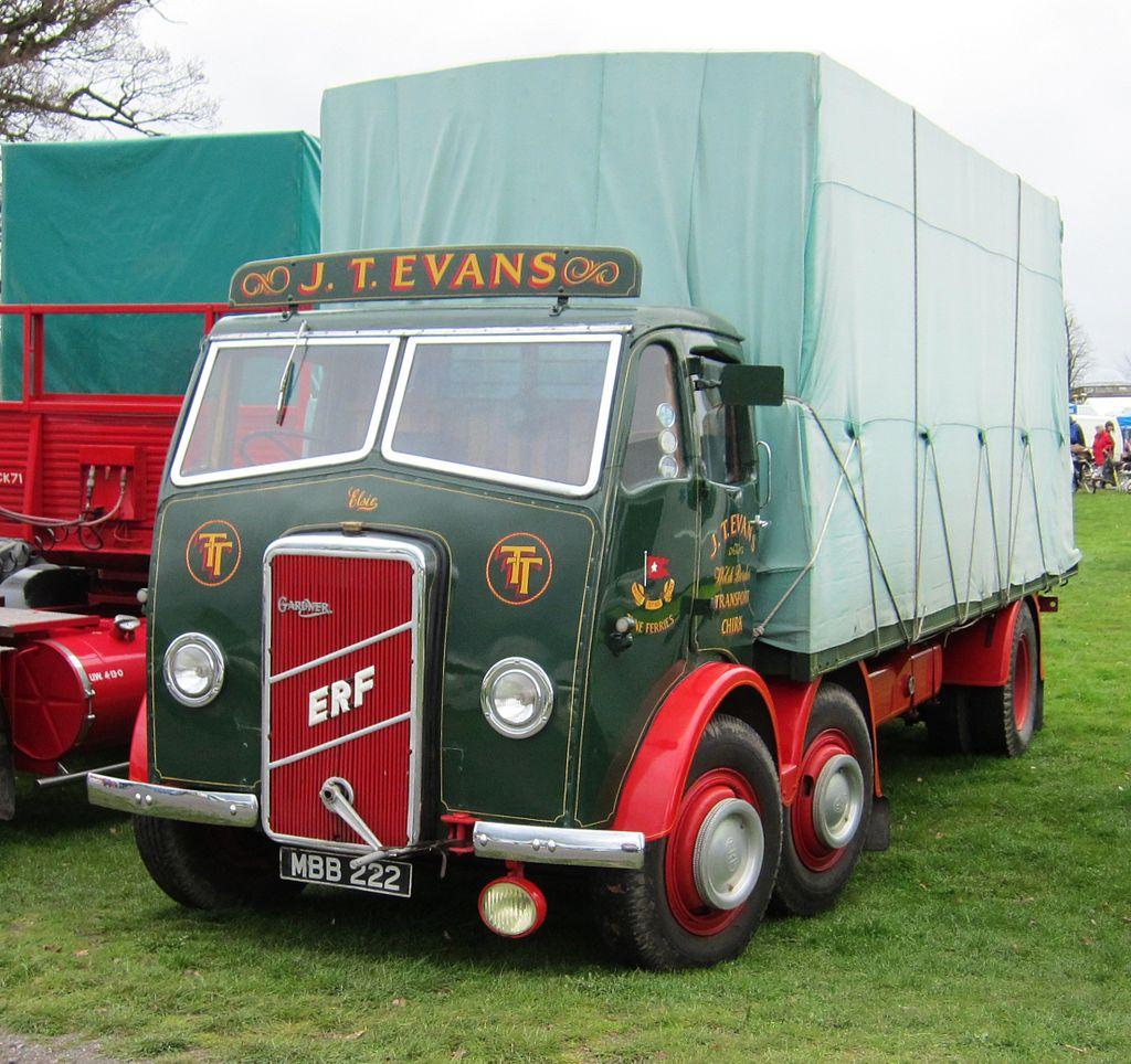 ERF_truck_with_badge_indicating_Gardner_diesel_engine_mfd_1947