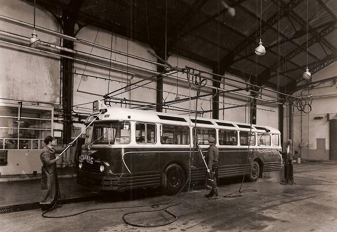 Chausson-APU-buswas-bij-het-Depot-in-Montrouge-in-1954
