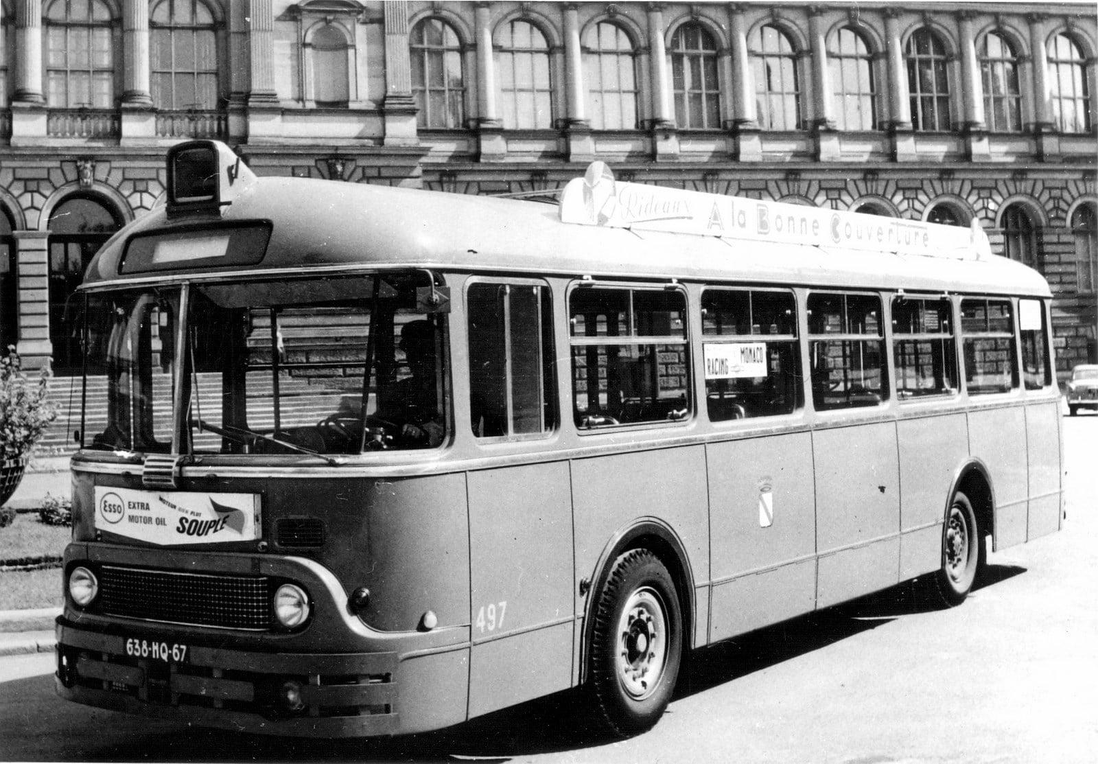 Chausson-SOMUA-bus-type-ASH2-522B,-tegenover-het-Palais-Universitaire--Straasburg