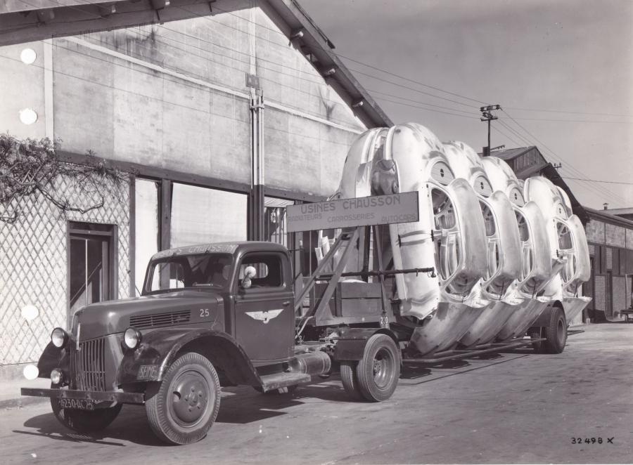 Chausson-Transport-caisses-Dyna-aluminium-1954_article_l_retromobile_fre