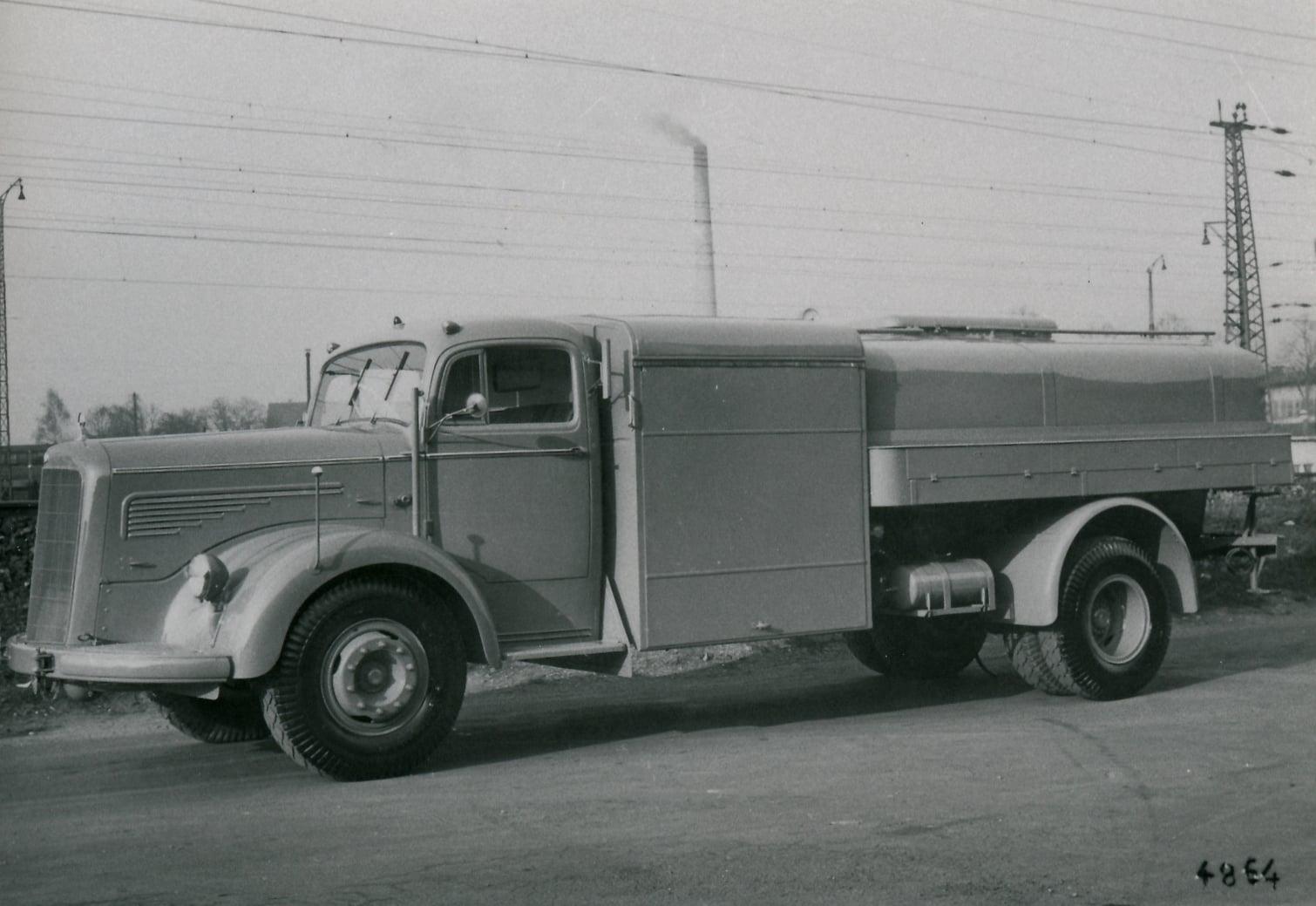 Mercedes-Benz-L-O-6600--(1)