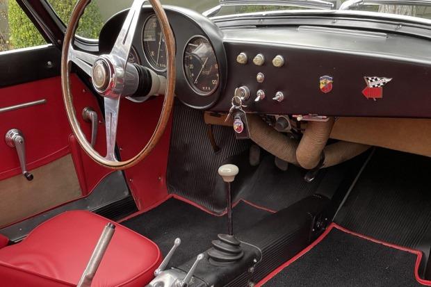 Fiat-Abarth-750-GT-Zagato-uit-1958-werd-nieuw-geleverd-in-Canada-en-werd-tot-in-de-jaren--1990-door-vier-eigenaren-geracet-(4)