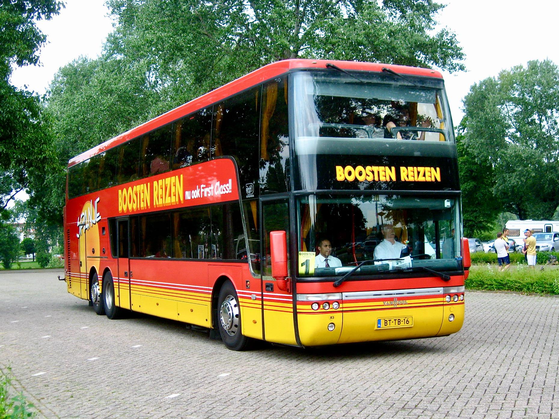 NR-83--Vanhool-in-Maastricht-3-7-2009