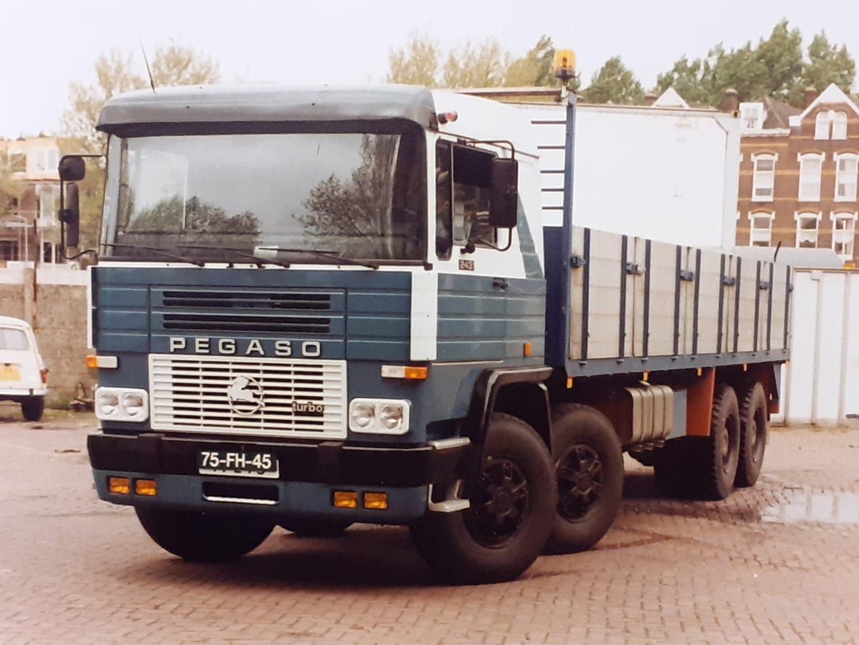 Pegaso-2431-1987-Groen-nieuw-Lekkerland--later-BX-85-HD--Perry-pegaso-archief