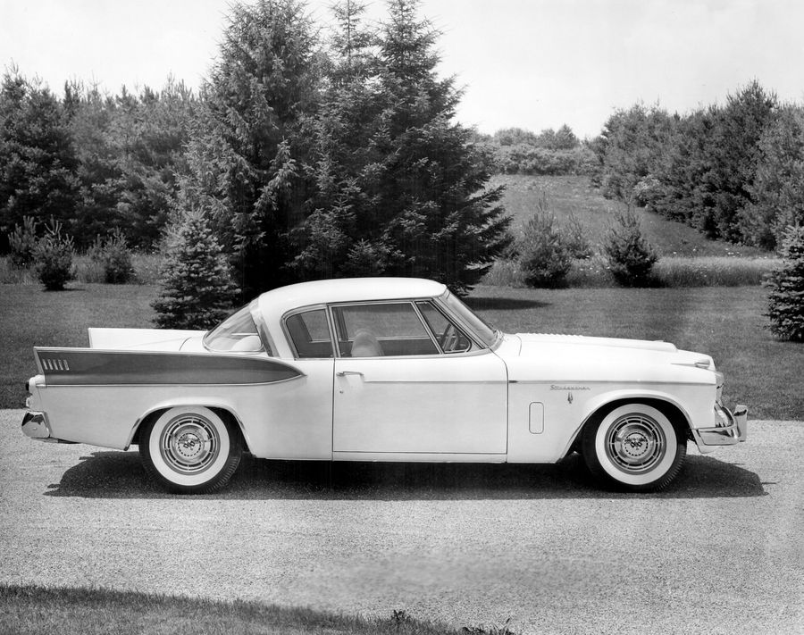 Studebaker-1957-Supercharged-Golden-Hawk