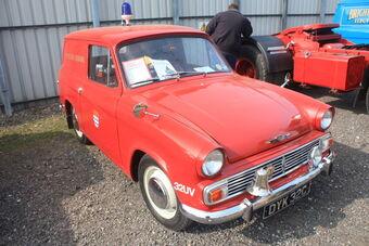 Commer_Cob_1965_reg_DKY_32C_at_Donnington_park