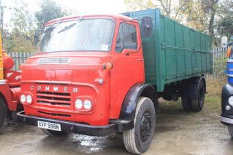 Commer_truck_of_1969_reg_UVF_988H