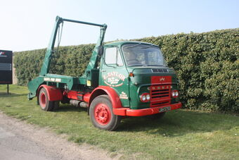 Commer_truck_with_Skip_loader_gear_at_Donnington_09_