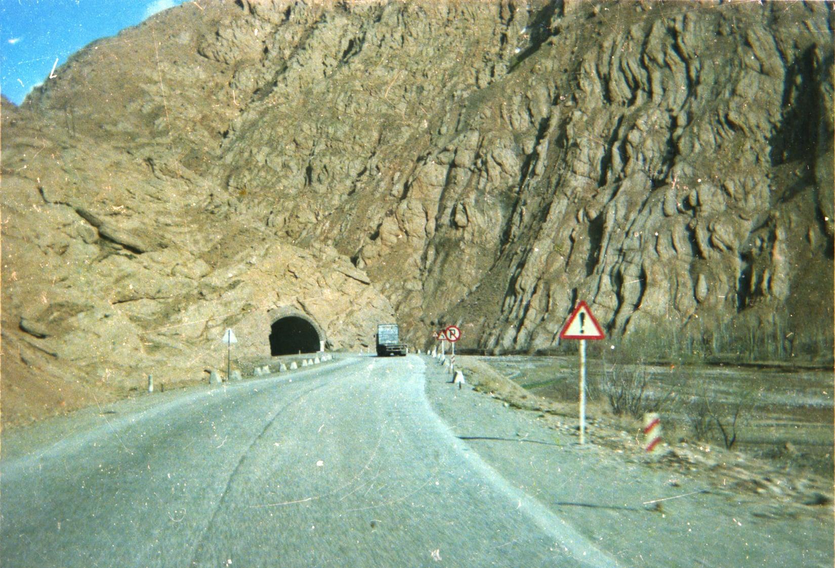 Chauffeur--Arie-VanderEnt-naar-Irak-begin-jaren-80-archief-zoon-Jan-(3)